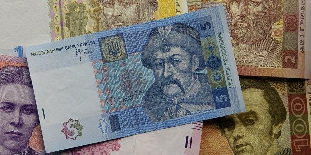 Sous la pression du FMI, la banque centrale ukrainienne a finalement abandonné tout soutien à la devise, qui s'échangeait mardi matin à 15,82 hryvnias pour un dollar contre 8,24 hryvnias en début d'année.