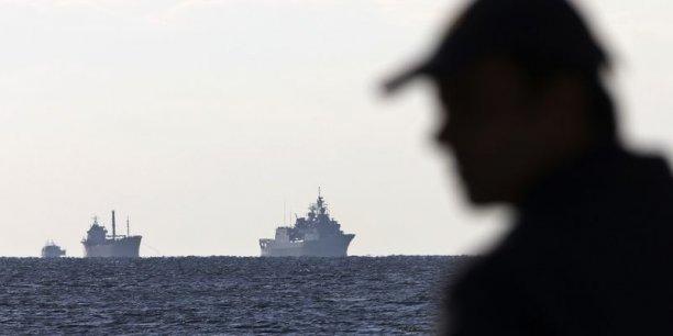 Le navire a été identifié comme étant l'Ezadeen, un bâtiment de 73 mètres de long immatriculé en Sierra Leone. Selon un site internet consacré au trafic maritime, il serait parti de Chypre et sa destination officielle aurait été le port de Sète, dans le sud de la France.