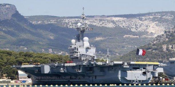 Le Charles de Gaulle et sa trentaine d'appareils, notamment des chasseurs-bombardiers Rafale, qui sont basés pour une partie aux Émirats arabes unis et pour l'autre en Jordanie, et des Super Etendards, devraient se positionner dans le Golfe persique.