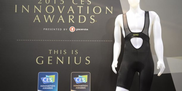 Le shorty est équipé de la technologie Smoozi de minicapteurs intégrés dans le tissu afin de suivre les performances du cycliste, y compris la cadence de pédalage et le temps en danseuse.