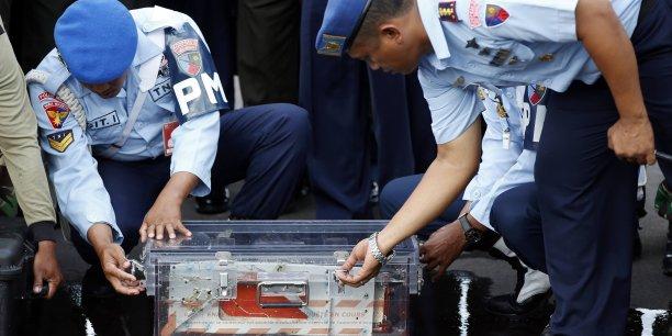 La première boîte noire a été repêchée lundi 12 janvier.