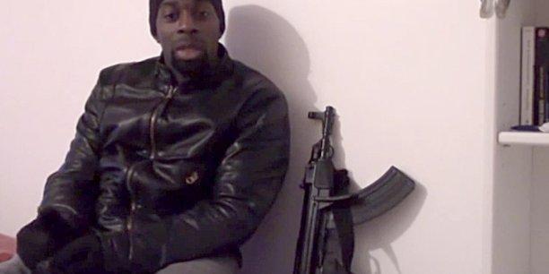 Quatre complices présumés de Coulibaly ont été mis en examen pour avoir aidé l'auteur des attaques à Montrouge et Vincennes