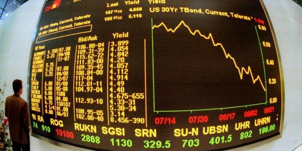 Parmi les principales valeurs helvétiques qui accusaient le coup de la décision de la BNS, les banques UBS et Credit Suisse cédaient respectivement 11,3% et 5,7%.