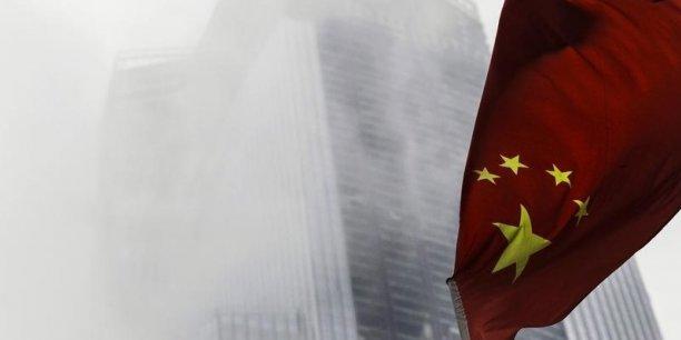 Ces investissements à l'étranger avaient déjà grimpé de presque 17% (à 90,17 milliards USD) en 2013, sous l'effet des encouragements vigoureux de Pékin, soucieux de s'assurer des approvisionnements de matières premières et des débouchés commerciaux pour la deuxième économie mondiale.