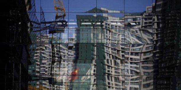 Avec un marché immobilier qui devrait rester sous pression cette année encore et des investissements mitigés, les experts s'attendent à ce que Pékin ramène son objectif de croissance pour 2015 à environ 7%.