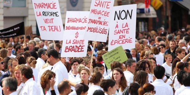 Entre 1500 et 3000 personnes issues des professions libérales se sont rassemblées à Toulouse ce mardi midi.