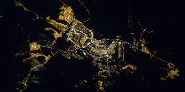 Brasilia, capitale du Brésil, véritable chef-d'œuvre architectural des années 60, n'a pas tenu la promesse d'une ville à échelle humaine.