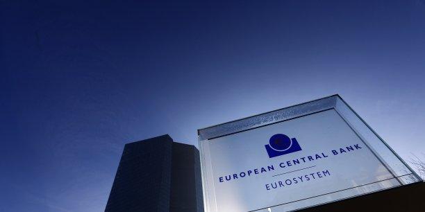 Une source de la zone euro a déclaré mercredi 21 janvier que le directoire de la banque centrale avait proposé au Conseil des gouverneurs un programme d'achats d'obligations d'un montant de 50 milliards d'euros par mois.