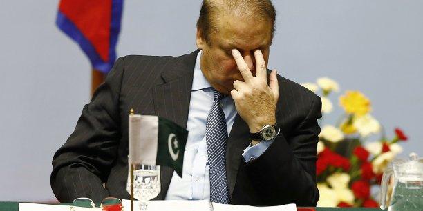 La Premier ministre pakistanais a limogé des cadres de son gouvernement pour ne pas avoir anticipé la forte demande de carburant.