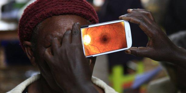 Les téléphones portables et leur utilisation représente une des clés du développement de la santé dans les pays émergent, estime l'étude.