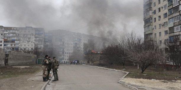Ville tenue par l'armée régulière ukrainienne, Marioupol se trouve, au bord de la mer d'Azov, sur la route menant de la frontière russe à la Crimée, presqu'île anciennement ukrainienne que Moscou a annexée en mars dernier