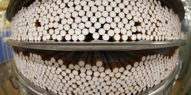 En 2015, il n'y aura pas de hausse plancher obligatoire du prix des cigarettes à la suite d'une modification fiscale votée cet automne, une mesure décriée par les antitabac.