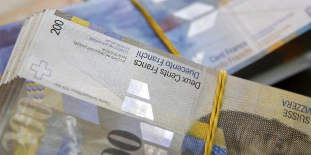 le Conseil fédéral estime qu'il n'existe guère de mesures ciblées et rapides qui puissent contenir l'appréciation du franc à court terme.