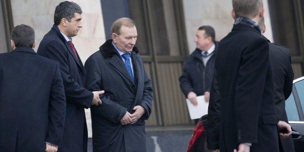 L'émissaire du gouvernement ukrainien Leonid Koutchma (au centre, avec une cravate bleue) a déclaré que les représentants des rebelles avaient saboté la réunion en présentant des ultimatums.