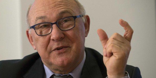 Michel Sapin a annoncé que la commission minimale supportée directement par les commerçants sur les transactions par carte [...] devra être au moins divisée par deux.