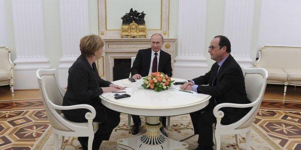 Hollande et Merkel poursuivent leur initiative de paix avec Poutine.