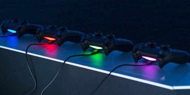 Sony a écoulé 1,1 million de Playstation 4 (ici quatre manettes) et 446.000 PSVita en 2014 en France, d'après une source proche du dossier citée par l'AFP.