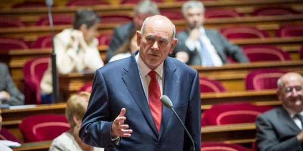 En France, où 7,6 millions d'articles contrefaisants ont été saisis par les douanes en 2013, l'infraction détruit plus de 38.000 emplois par an, souligne le sénateur Richard Yung.