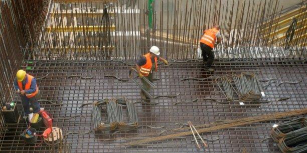 Selon un rapport sénatorial de 2013, entre 220.000 et 300.000 travailleurs détachés travailleraient illégalement sur le territoire français.