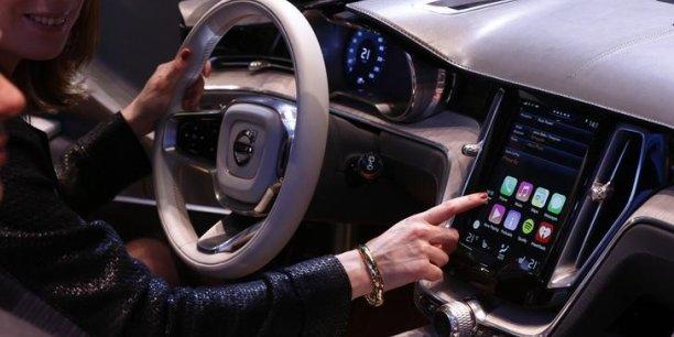 Le Financial Times a révélé aussi que la marque à la pomme est en train de recruter des experts de la technologie et du design automobiles pour effectuer des recherches dans un laboratoire secret