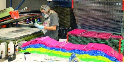 La société Lotoquine fabrique 60 % des produits qu'elle commercialise, les autres étant des articles de négoce