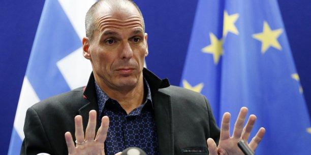 Athènes propose une période transitoire où le nouveau gouvernement puisse débuter son programme d'urgence. (Photo: Yanis Varoufakis, ministre des Finances grec, donne une conférence de presse après la réunion de l'Eurogroupe, le 16 février, à Bruxelles)