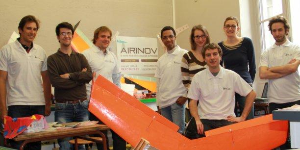 L'équipe de la start-up AirInov, dont les agridrones calculent à partir de photos les besoins en engrais du blé et du colza, pour chaque mètre carré de terrain.