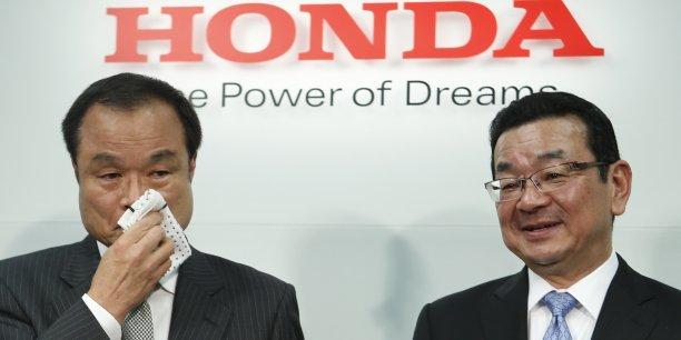 Le directeur général sortant Takanobu Ito (à gauche), et son successeur, Takahiro Hachigo, son ancien bras droit à la tête d'Honda.