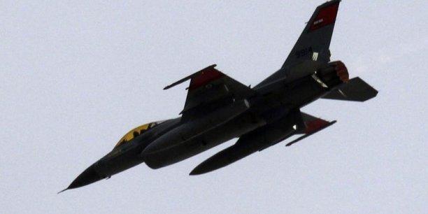 Après avoir participé à l'intervention internationale de 2011, les Emirats Arabes Unis continuent d'exercer une influence sur la guerre en Libye en armant les troupes de Haftar, notamment au niveau aérien
