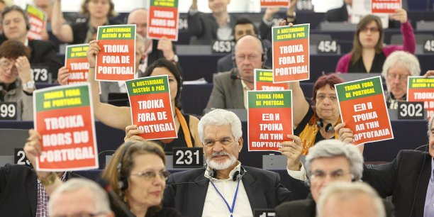 En réponse à de nombreuses inquiétudes sur le travail de la Troïka, le Parlement européen a ouvert une enquête comprenant des visites dans les pays concernés et des auditions avec les personnes impliquées dans les décisions de la Troïka.
