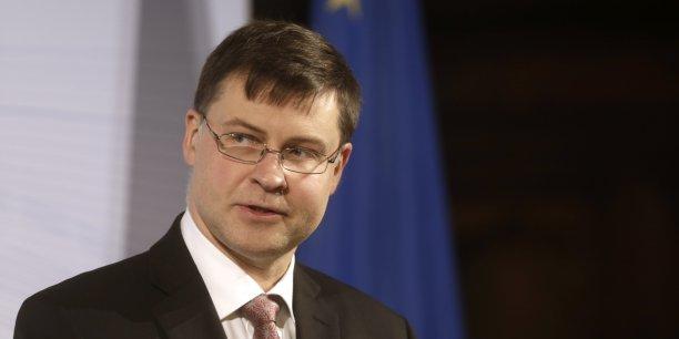 Bruxelles a décidé de proposer une nouvelle recommandation à la France (sur le calendrier de réduction des déficits) avec une nouvelle échéance en 2017, a déclaré le vice-président de la Commission en charge de l'Euro, Valdis Dombrovskis.