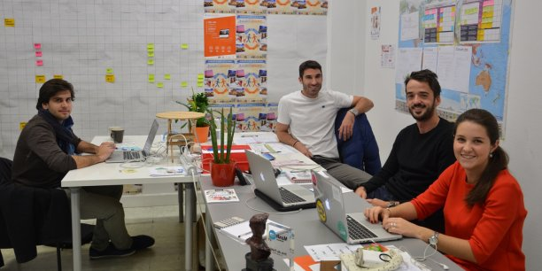 L'équipe Switcharound.com avec de gauche à droite : Matthieu Birot, développeur web, Melvyn Mouflin, DG et cofondateur, Edouard Gibert, cofondateur en charge du développement des partenariats, et Sophie Dyer, chargée de communication