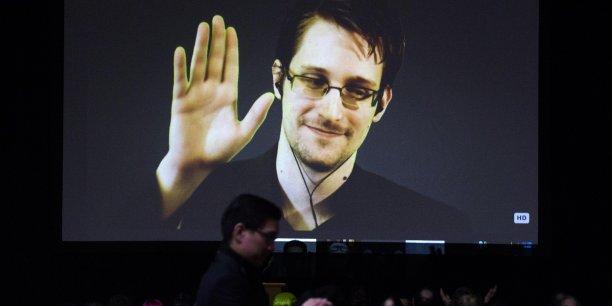 Edward Snowden vit depuis 2013 en Russie, qui lui a accordé l'asile politique.