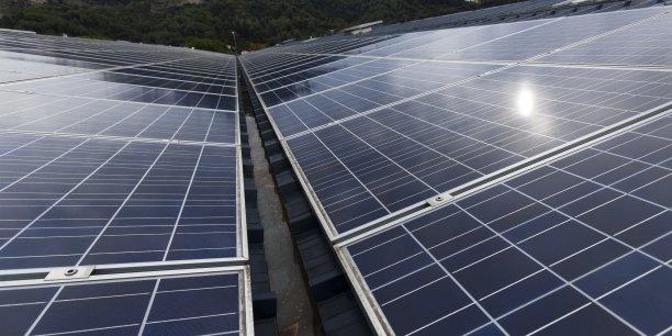 Sunibrain a mis au point un système de déneigement des panneaux solaires.