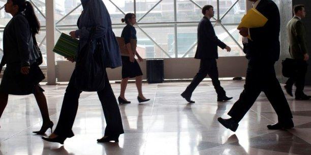Selon l'étude, les personnes ayant connu la précarité acceptent des emplois moins bien rémunérés.