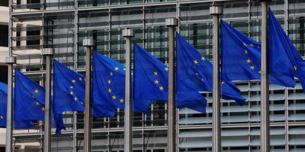 Des drapeaux de l'Union Européenne.