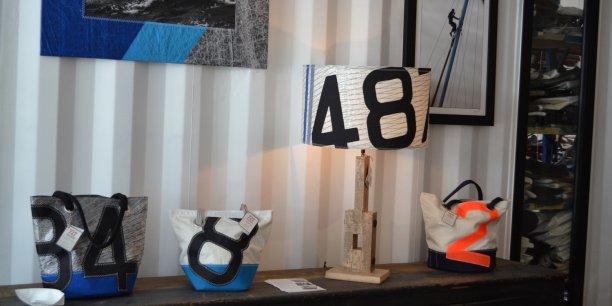 Chaque objet ou vêtement estampillé Sailbags est une pièce unique vendue avec le pedigree et l'histoire de la voile (voilier équipé, courses disputées...).