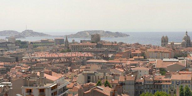Le renouvellement annuel des établissements est particulièrement élevé le long de l'arc méditerranéen, notamment à Marseille