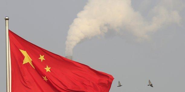 L'AIIB, mise en place par la Chine, est considérée comme un concurrent pour la Banque mondiale et à la Banque asiatique de développement.