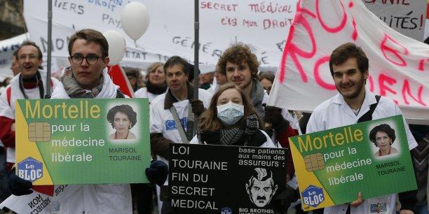 Les blouses blanches dans la rue pour la plus grande manifestation depuis 1991