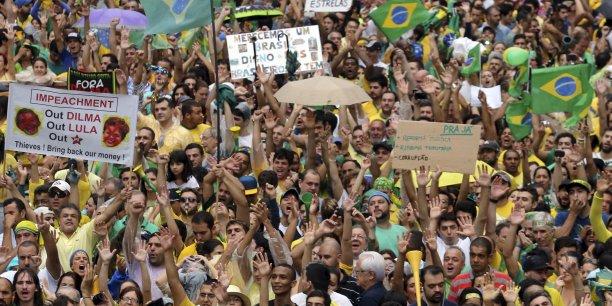 Un million de personnes ont manifesté à Sao Paulo, dimanche 15 mars.