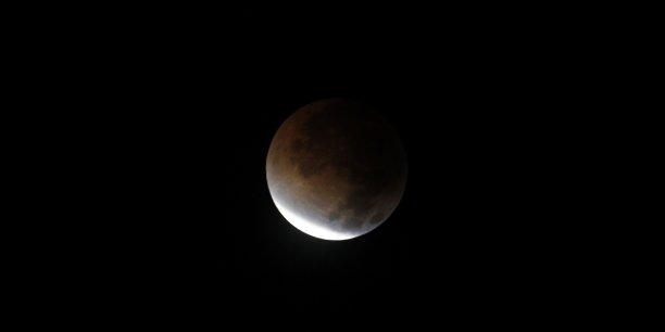 L'éclipse qui aura lieu vendredi 20 mars fait craindre une chute brutale de la production d'électricité photovoltaïque.