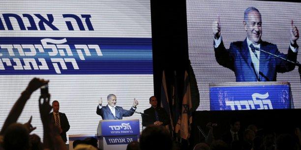Benjamin Netanyahu avait revendiqué la victoire mardi soir, et ces premiers résultats semblent lui assurer un troisième mandat consécutif, son quatrième mandat en comptant celui de 1996-1999.