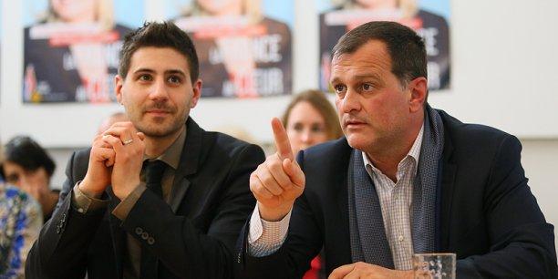 Le candidat du FN, Louis Aliot (à droite), et Julien Léonardelli, président du FN31 lors des élections départementales/