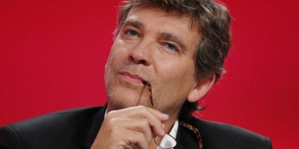 L'ancien ministre de l'Economie Arnaud Montebourg signe avec le banquier Mathieu Pigasse dans le JDD un violent article contre le président et le gouvernement.
