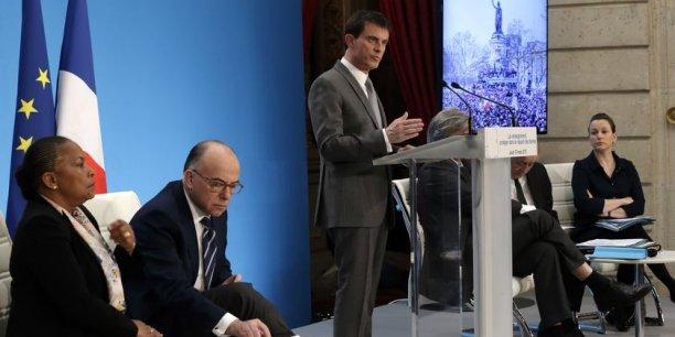 Manuel Valls à l'Elysée ce jeudi présentant le projet de loi controversé aux côtés de ses ministres, Christiane Taubira (Justice), Bernard Cazeneuve (Intérieur) et Axelle Lemaire (Numérique).