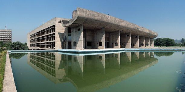 Le Capitole, conçu à l'origine comme une agora grecque ouverte au peuple de Chandigar, est devenu un vrai bunker.