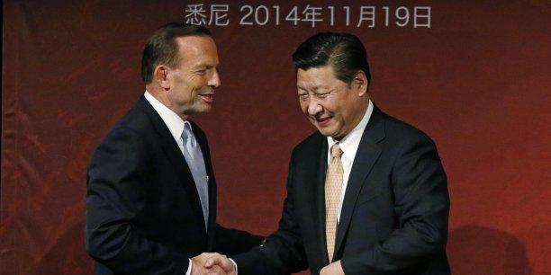 La Chine est le premier partenaire commercial de l'Australie (ci-dessus Tony Abbott lors d'une rencontre avec Xi Jinping en novembre 2014).