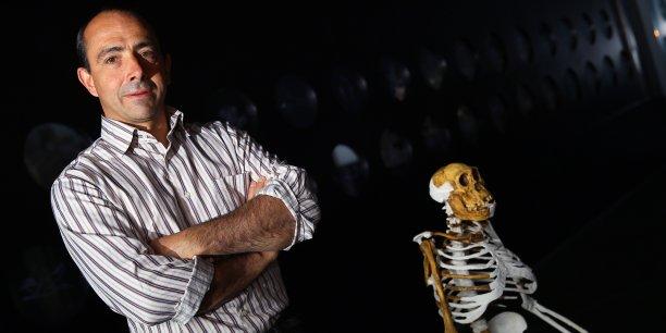 Laurent Bruxelles au Museum de Toulouse aux côtés de Sediba, un autralopithèque découvert à Malapa en 2010 et daté de 2 Millions d'année