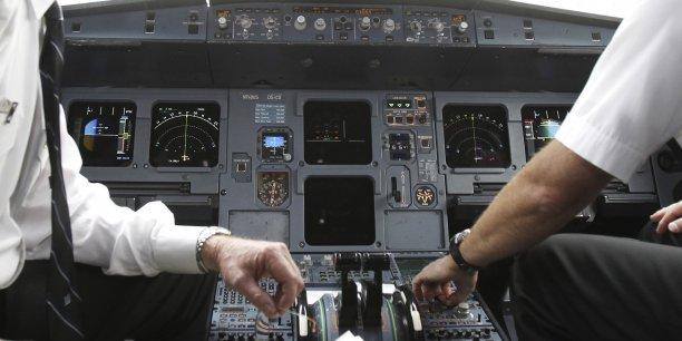 Cela peut prendre entre trois et six mois, a averti un responsable européen. La procédure est longue: l'Agence européenne de la sécurité aérienne (AESA) doit rendre un avis et présenter des propositions à la Commission européenne qui les soumets ensuite aux Etats et au Parlement européen.